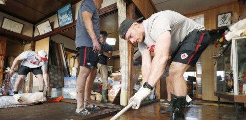 Канадские регбисты помогли справиться с последствиями тайфуна в Японии
