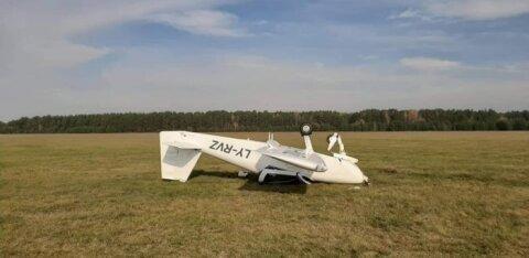 В литовском аэродроме самолет неожиданно перевернулся, пилотов доставили в больницу