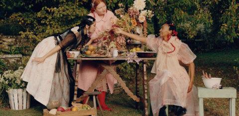 Дизайнерская коллекция Simone Rocha x H&M поступит в продажу уже на следующей неделе. Коронавирус внес свои коррективы