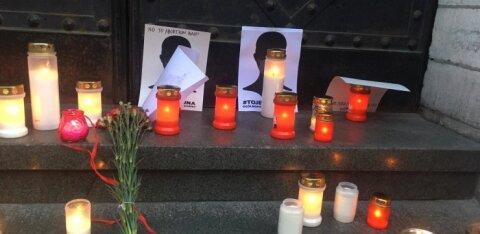 FOTOD | Abordikeelu vastased tõid Poola suursaatkonna ette leinaküünlaid