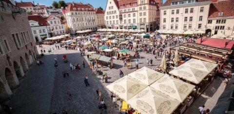 В Старом городе Таллинна ищут продавцов сока и мороженого