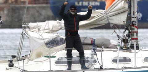 Аргентинец во время пандемии переплыл Атлантический океан ради встречи с 90-летним отцом