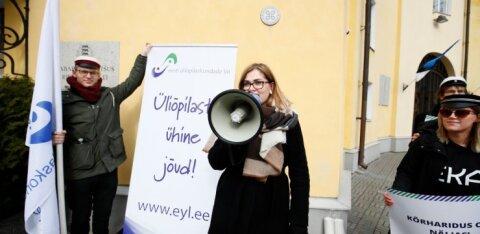 ФОТО: У дома Стенбока студенты отстаивают свои права