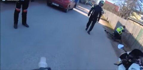 ВИДЕО: Алководитель без прав пытался сбежать от полиции. Его помогли поймать мотоциклисты