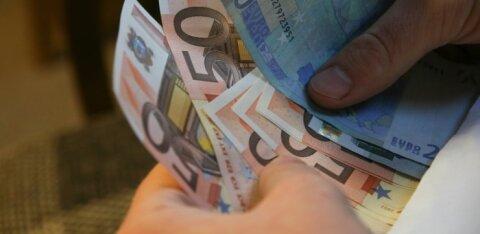 Viie-euroste pangaautomaatidest kadumise teema jõuab riigikogusse arutelule