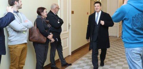 ФОТО и ВИДЕО | Что будет с министром Мартом Ярвиком? Юри Ратас вернулся в Эстонию и встретился с партнерами по коалиции: ищут выход из кризиса
