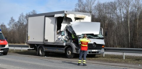 ФОТО: В районе Юри столкнулись грузовик и фургон