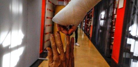 Puust ja punaseks: palju maksab kindlustus valuraha murtud luu või muu vigastuse eest?