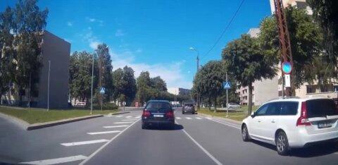 ВИДЕО | Дорожный хулиган сломя голову несется на Audi без техосмотра и страховки