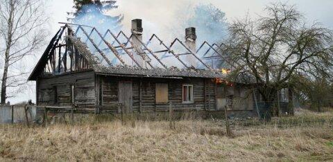 ФОТО | При пожаре на хуторе в волости Тюри погиб человек