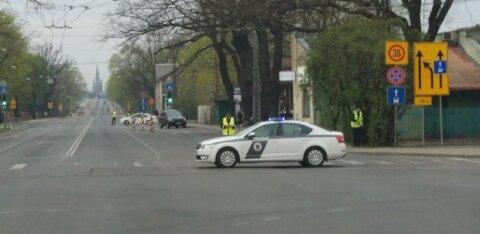 ФОТО и ВИДЕО: В Риге закрыли Деглавский мост — образовались огромные пробки