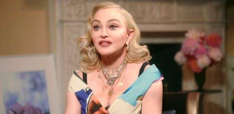 ФОТО | Мадонна умеет удивить: она снялась топлес на костылях