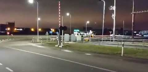 ВИДЕО: На Таллиннской окружной дороге водитель автобуса сдал назад, совершил аварию и уехал
