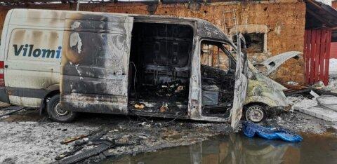 ФОТО: Неисправность микроавтобуса привела к большому пожару