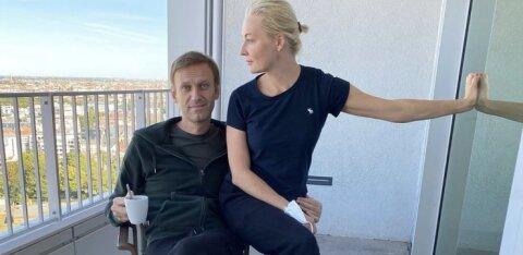 """Навальный сообщил о следах """"Новичка"""" на своем теле"""