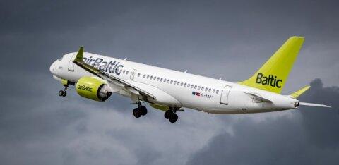 airBaltic обещает во время полета оставлять свободное место рядом с каждым пассажиром. Но в реальности это правило не соблюдается