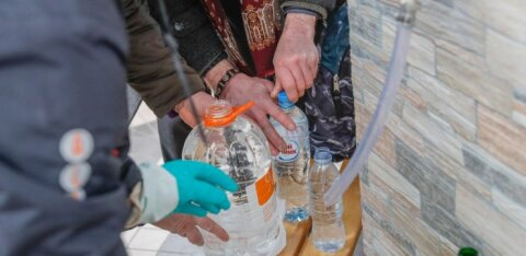 В Таллинне мошенники предлагают пожилым людям исцеление от болезней путем благословения воды и наличных денег