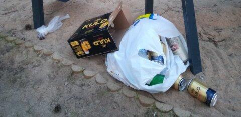 ФОТО читателя | Даже во время ЧП люди пьют на площадках и мусорят. МуПо: теплая погода делает свою работу