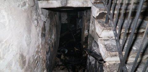ФОТО и ВИДЕО | В пожаре в многоквартирном доме погибли два человека: причиной трагедии мог стать захламленный подвал