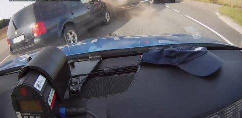 ВИДЕО | Полицейская машина попала в аварию на шоссе Таллинн — Нарва. Проводится внутреннее расследование