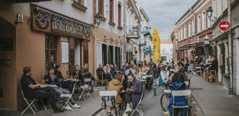 В вильнюских барах и кафе карантин никого не волнует: текут реки алкоголя, от клиентов нет отбоя
