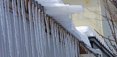 Лента безопасности не спасет от ответственности: очищайте крышу дома от снега, иначе рискуете потратить тысячи евро