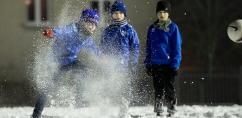 Рестораны и торговые центры открыты, а спортом дети вынуждены заниматься на морозе. Почему?