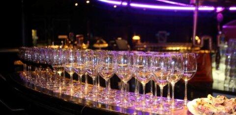 В клубах и барах Риги в напитки подмешивают наркотики: жертвы ничего не помнят