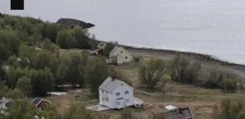 ВИДЕО | В Норвегии оползень снес в море целый поселок