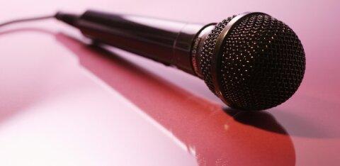 Стенд-ап комик внезапно умер на сцене посреди выступления