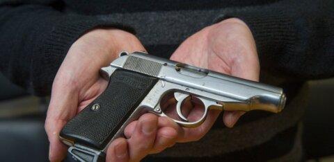 Двухлетний мальчик поиграл с пистолетом бабушки и подстрелил себя