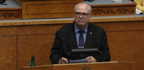 ФОТО: Вотум недоверия министру Марту Ярвику провалился
