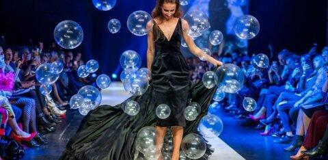 ФОТО и ВИДЕО | Волшебное зрелище! Сотня шаров вылетает из-под платья модели на Таллиннской неделе моды