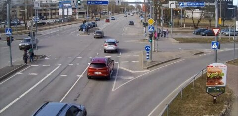 Mopeedautode juhtide vanuse nõuet tõstetakse - 15-aastaseid ei lasta enam neljarattalistega liiklema
