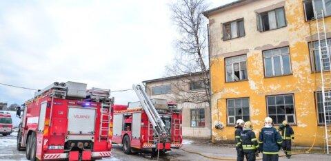 Päästeamet käsib kortermajade tuletõkketa keldriuksed välja vahetada