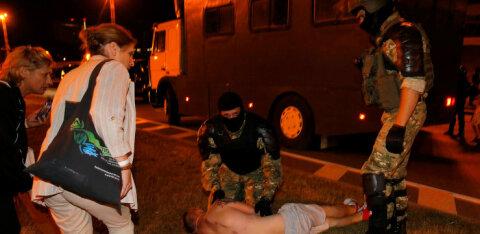 Правозащитник: на улицах мирных белорусских городов пролилась кровь, и пролили ее те, кто должны защищать людей — силовики