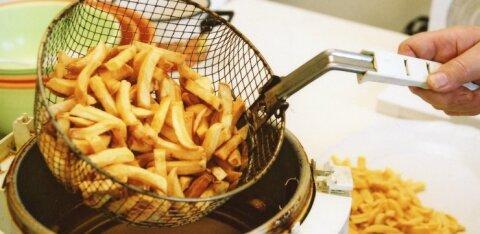 Департамент выявил повышенное содержание загрязнителей в копченой рыбе и картофеле фри