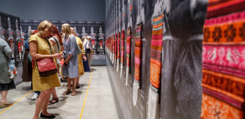 НЕ ПРОПУСТИТЕ! В Тарту открылась крупнейшая в мире выставка чулок с острова Муху