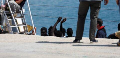 Новое правительство Италии пустило на берег спасенных в море мигрантов