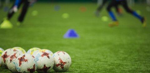 Французский футболист укусил соперника за интимное место. Тому пришлось наложить швы