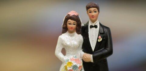 Определились варианты вопросов для референдума на тему брака