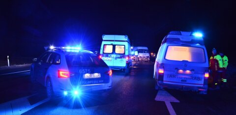 В столкновении двух грузовиков пострадал мужчина