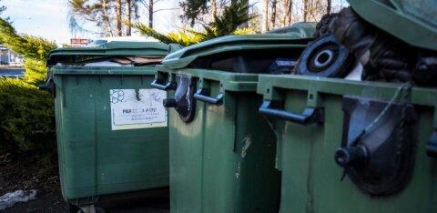 """Полиции сообщили о трупе в мусорном контейнере. Когда приехал патруль, """"труп"""" ожил"""