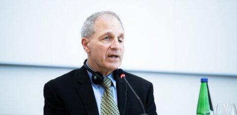 Скандальный адвокат Луис Фри покидает бюро, с которым Мартин Хельме заключил договор