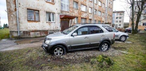 ФОТО: Автомобилю в Кохтла-Ярве прокололи колеса. Возможно, это месть