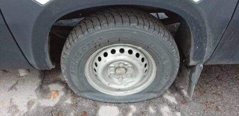 ФОТО | В Кейла массово прокалывают шины. Если вы что-то знаете, сообщите в полицию!