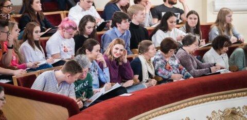 """Новый рекорд: в Таллинне 122 отличника """"Тотального диктанта"""""""