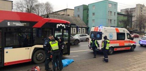 ФОТО И ВИДЕО | В Вильнюсе троллейбус переехал мужчину, пострадавший скончался