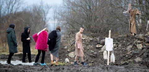 ГАЛЕРЕЯ | Memento mori: на Коплиских линиях показали неожиданный перфоманс