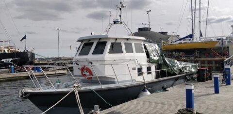 В порту Леннусадам загорелось исследовательское судно Морского музея